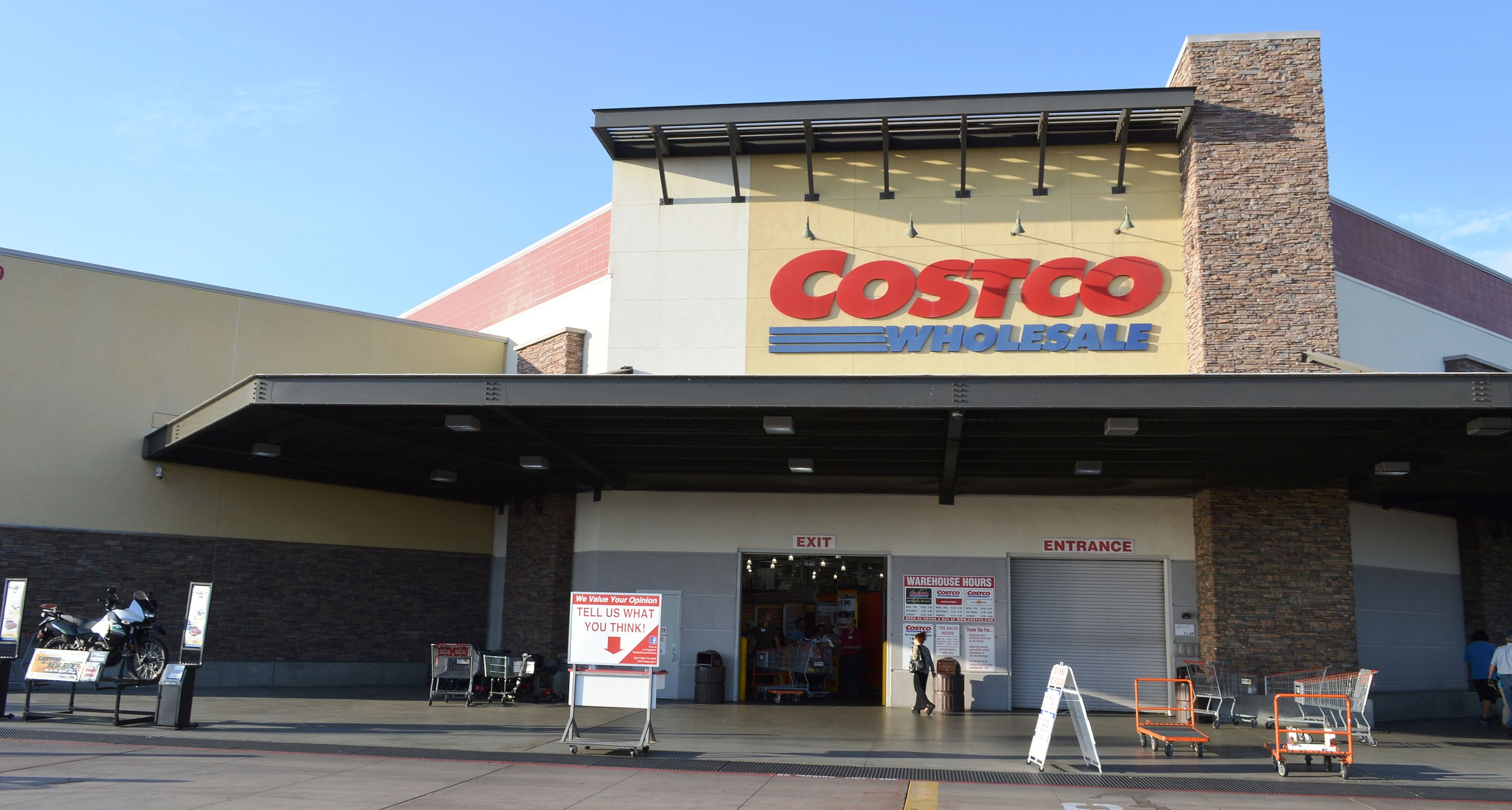 Costco Shares Fall, But Was It All Bad News For This Cash-Strapped Consumer Play?