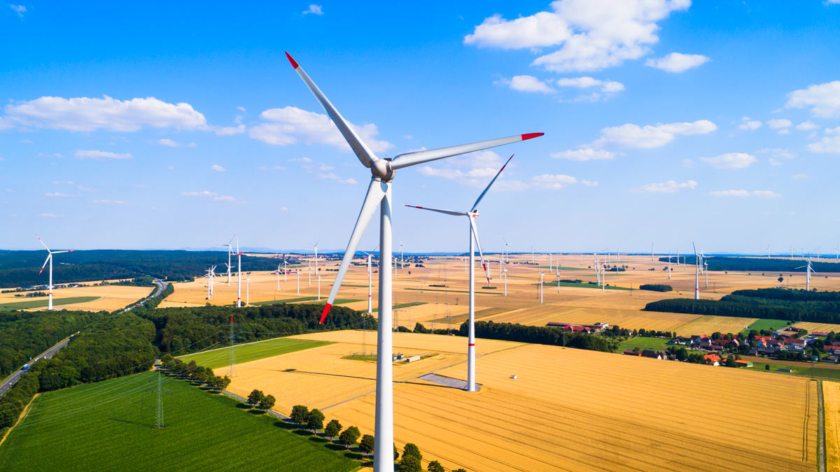 With Tax Breaks Set to Expire, Wind Projects Open Their Sails